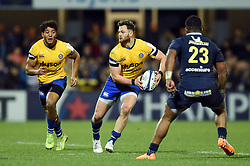Max Wright of Bath Rugby looks to pass the ball - Mandatory byline: Patrick Khachfe/JMP - 07966 386802 - 15/12/2019 - RUGBY UNION - Stade Marcel-Michelin - Clermont-Ferrand, France - Clermont Auvergne v Bath Rugby - Heineken Champions Cup