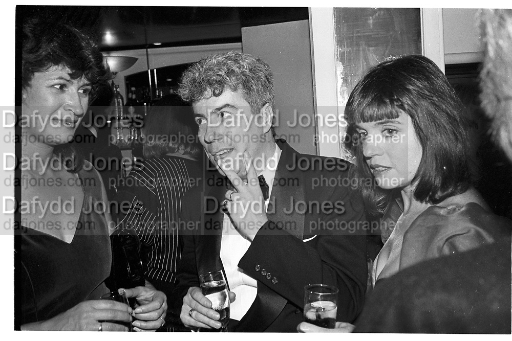 KEN FOLLET, ED VICTOR PARTY, GROUCHO CLUB, SOHO, LONDON.  31 OCTOBER 1987.<br /> <br /> SUPPLIED FOR ONE-TIME USE ONLY> DO NOT ARCHIVE. © Copyright Photograph by Dafydd Jones 248 Clapham Rd.  London SW90PZ Tel 020 7820 0771 www.dafjones.com