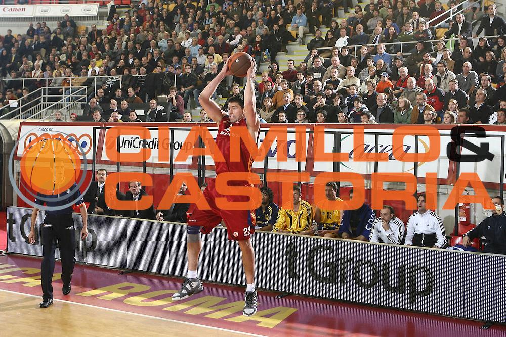DESCRIZIONE : Roma Eurolega 2008-09 Lottomatica Virtus Roma Alba Berlino<br /> GIOCATORE : Roberto Gabini<br /> SQUADRA : Lottomatica Virtus Roma<br /> EVENTO : Eurolega 2008-2009<br /> GARA : Lottomatica Virtus Roma Alba Berlino<br /> DATA : 04/12/2008 <br /> CATEGORIA : rimbalzo<br /> SPORT : Pallacanestro <br /> AUTORE : Agenzia Ciamillo-Castoria/E.Castoria