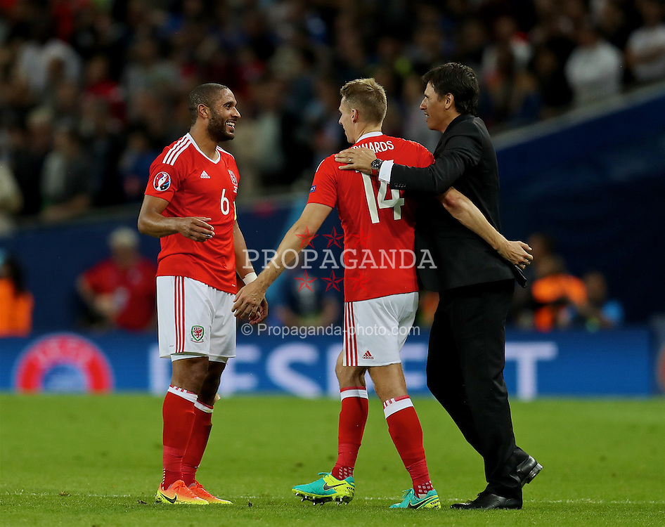 TOULOUSE, FRANCE - Monday, June 20, 2016: Wales' captain Ashley Williams, David Edwards and manager Chris Coleman celebrate at the final whistle after beating Russia 3-0 and qualifying for the knock-out stage during the final Group B UEFA Euro 2016 Championship match at Stadium de Toulouse. (Pic by David Rawcliffe/Propaganda)