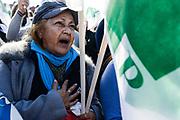 Santiago Mazzarovich/ URUGUAY/ MONTEVIDEO/ El PIT-CNT se moviliz&oacute; desde la Explanada de la UdelaR al Palacio Legislaivo en el marco del paro parcial convocado por la central sindical de 9 a 13 hs. el 28 de junio.<br /> <br /> En la foto: Movilizaci&oacute;n del PIT-CNT. Foto: Santiago Mazzarovich / adhocFOTOS.