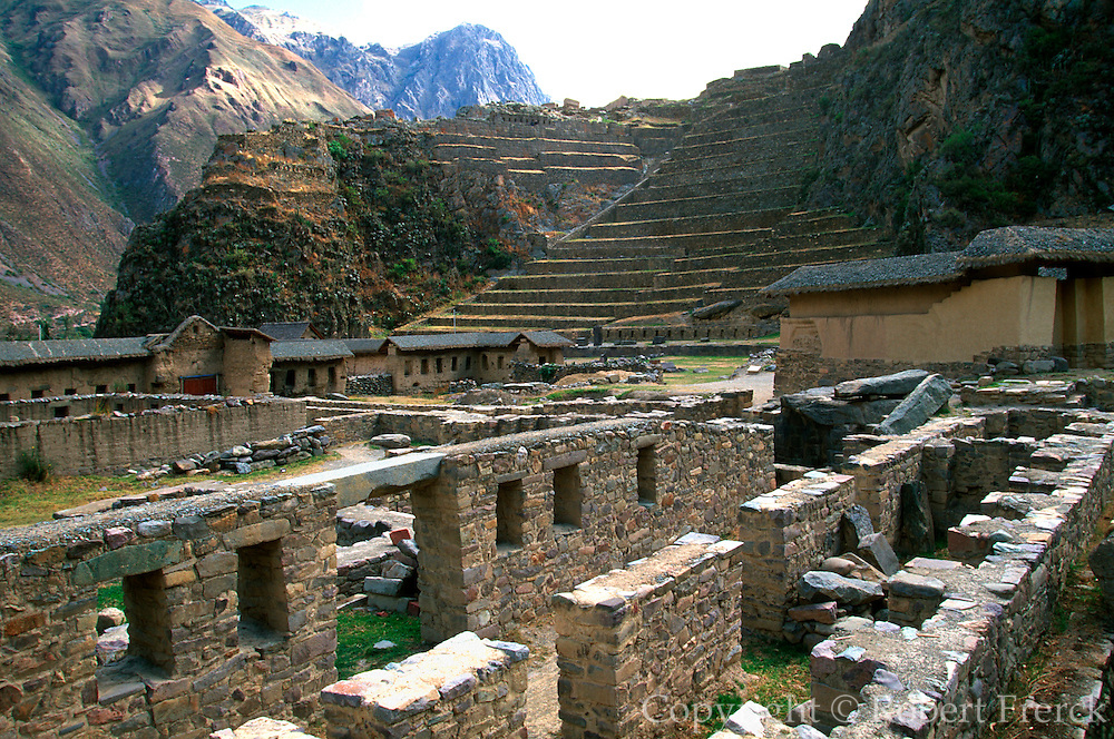 PERU, HIGHLANDS, INCA Ollantaytambo; fortress in Sacred Valley