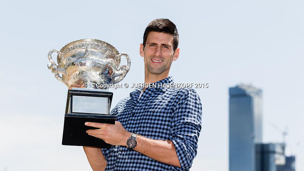 Novak Djokovic (SRB) mit dem Pokal<br /> <br /> Tennis - Australian Open 2015 - Grand Slam ATP / WTA -  Melbourne Olympic Park - Melbourne - Victoria - Australia  - 4 February 2015.