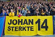 ARNHEM, Vitesse - Ajax, voetbal, Eredivisie seizoen 2015-2016, 25-10-2015, Stadion De Gelredome, een staande ovatie in de 14e minuut door de Vitesse supporters als steun voor de ernstig zieke Johan Cruyff, spandoek met tekst Johan sterkte 14.