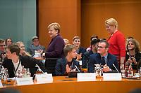 DEU, Deutschland, Germany, Berlin, 03.12.2019: Bundesfamilienministerin Dr. Franziska Giffey (SPD) und Bundeskanzlerin Dr. Angela Merkel (CDU) bei der Vorstellung der Jugendstrategie der Bundesregierung im Bundeskanzleramt.