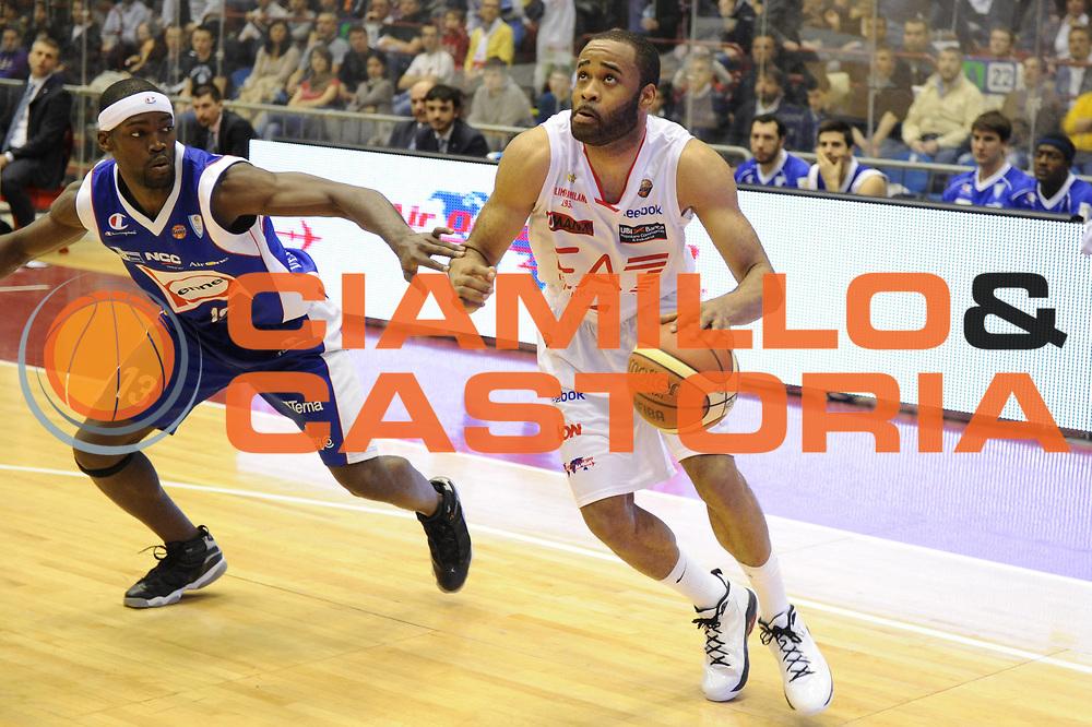 DESCRIZIONE : Milano Lega Basket A 2011-12  EA7 Emporio Armani Milano Bennet Cantu<br /> GIOCATORE : Malik Hairston<br /> CATEGORIA : palleggio<br /> SQUADRA :  EA7 Emporio Armani Milano <br /> EVENTO : Campionato Lega A 2011-2012 <br /> GARA : EA7 Emporio Armani Milano Bennet Cantu<br /> DATA : 15/04/2012<br /> SPORT : Pallacanestro  <br /> AUTORE : Agenzia Ciamillo-Castoria/GiulioCiamillo<br /> Galleria : Lega Basket A 2011-2012  <br /> Fotonotizia : Milano Lega Basket A 2011-12 EA7 Emporio Armani Milano Bennet Cantu<br /> Predefinita :