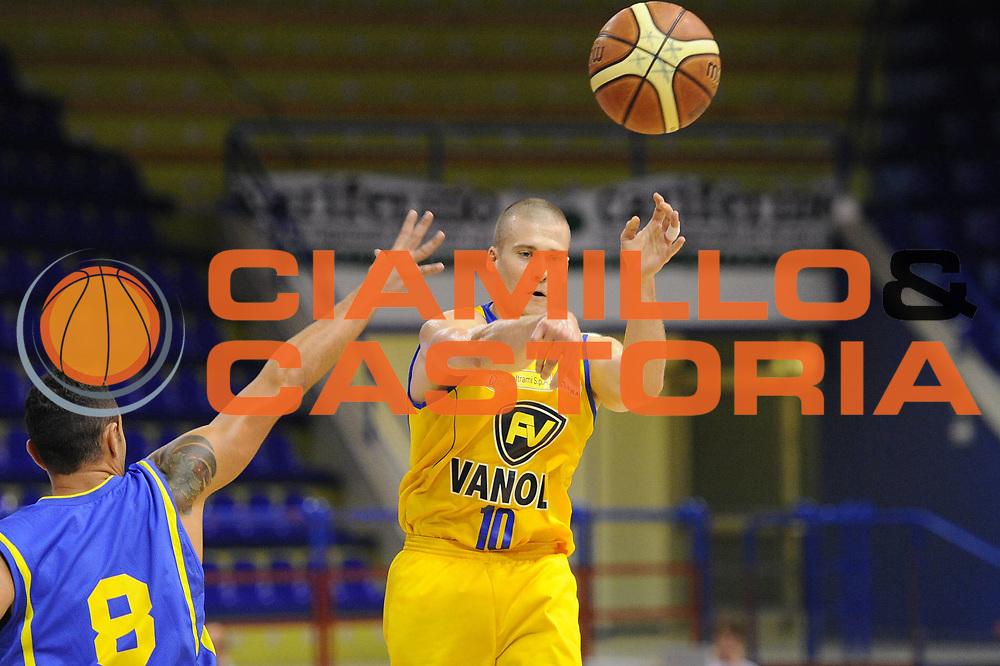 DESCRIZIONE : Porto San Giorgio Precampionato 2013-2014 Torneo Di Porto San Giorgio Sutor Montegranaro Vanoli Cremona<br /> GIOCATORE : Benjamin Woodside<br /> CATEGORIA : passaggio<br /> SQUADRA : Vanoli Cremona<br /> EVENTO : Precampionato Lega A1 2013-2014<br /> GARA : Sutor Montegranaro Vanoli Cremona<br /> DATA : 05/10/2013<br /> SPORT : Pallacanestro<br /> AUTORE : Agenzia Ciamillo-Castoria/C. De Massis<br /> Galleria : Lega Basket A1 2013-2014<br /> Fotonotizia : Porto San Giorgio Precampionato 2013-2014 Torneo Di Porto San Giorgio Sutor Montegranaro Vanoli Cremona<br /> Predefinita :