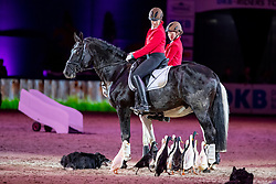 KRÜGER Anne<br /> München - Munich Indoors 2018<br /> Showabend - Die Nacht der WM Helden<br /> Schäferin mit Laufenten<br /> 24. November 2018<br /> © www.sportfotos-lafrentz.de/Stefan Lafrentz