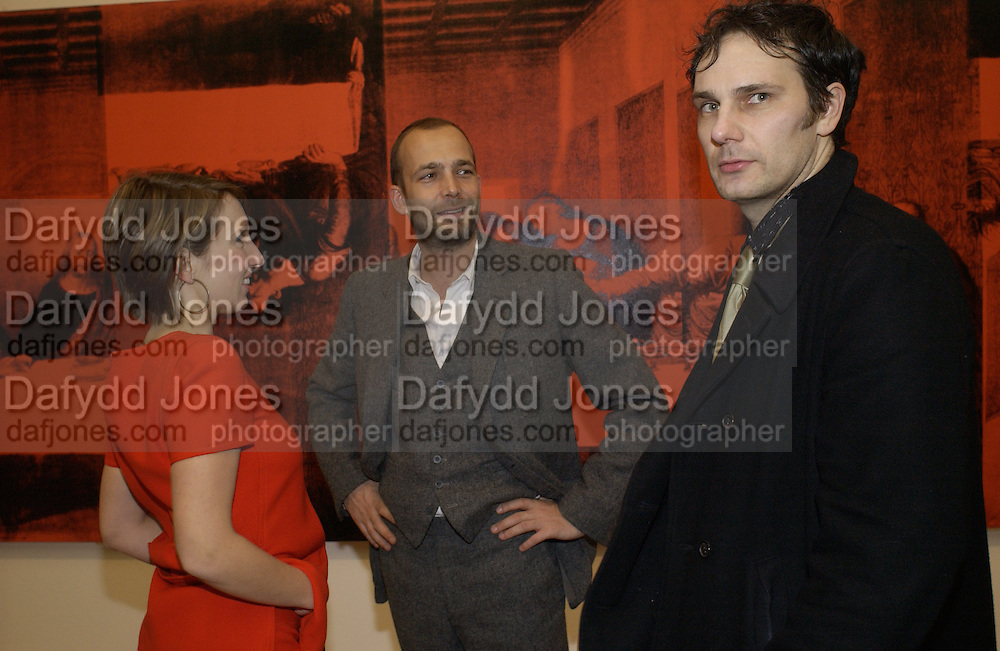 Sam Taylor-Wood and Max Wigram. Andy Warhol exhibition opening. Tate Modern, 4 February 2002. © Copyright Photograph by Dafydd Jones 66 Stockwell Park Rd. London SW9 0DA Tel 020 7733 0108 www.dafjones.com