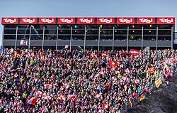 23.02.2019, Bergiselschanze, Innsbruck, AUT, FIS Weltmeisterschaften Ski Nordisch, Seefeld 2019, Skisprung, Herren, Wertungsdurchgang, im Bild Zuschauer auf der Tribüne // Spectators on the Stands during the men's Skijumping HS130 competition of FIS Nordic Ski World Championships 2019. Bergiselschanze in Innsbruck, Austria on 2019/02/23. EXPA Pictures © 2019, PhotoCredit: EXPA/ JFK