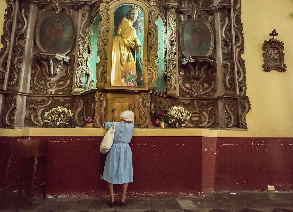 Maria Rufina Diaz, 80, prays at Catholic Cathedral in Santa Rosa de Copan, Honduras Oct 2, 2016. Photo Ken Cedeno