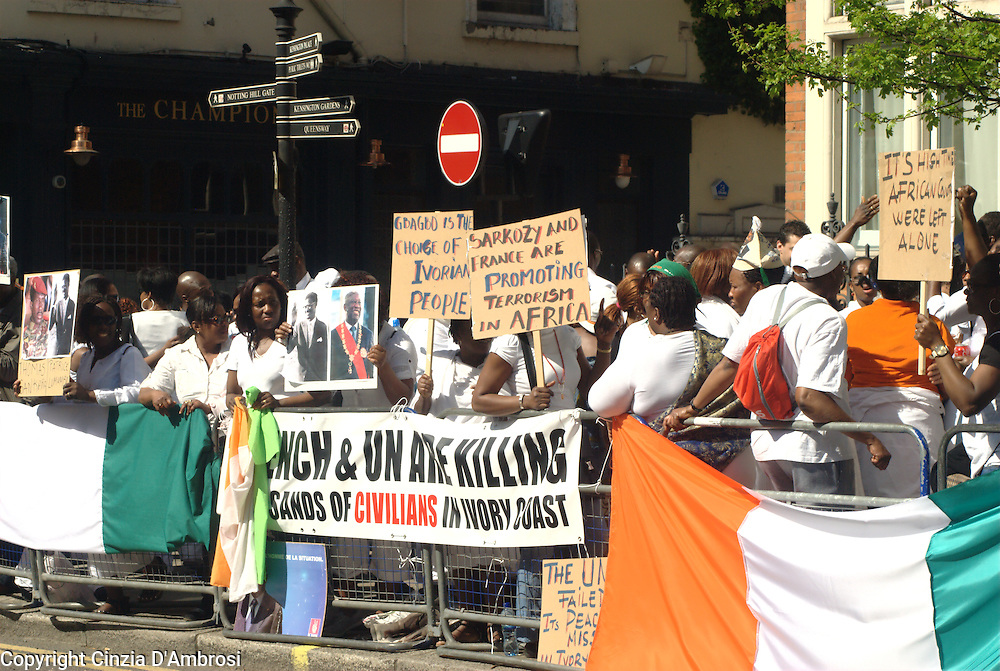 Protesters see the French and UN in Ivory Coast as an invasion. They demand that they would leave the Ivory Coast.