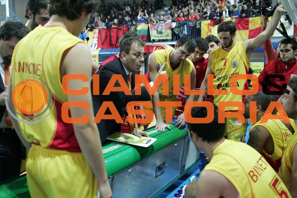 DESCRIZIONE : Frosinone Lega Due 2010-11 Prima Veroli Trenkwalder Reggio Emilia<br /> GIOCATORE : Demis Cavina<br /> SQUADRA : Prima Veroli<br /> EVENTO : Campionato Lega Due 2010-2011<br /> GARA : Prima Veroli Trenkwalder Reggio Emilia <br /> DATA : 09/01/2011<br /> CATEGORIA : Time Out<br /> SPORT : Pallacanestro <br /> AUTORE : Agenzia Ciamillo-Castoria/A.Ciucci<br /> Fotonotizia : Frosinone Lega Due 2010-11 Prima Veroli Trenkwalder Reggio Emilia<br /> Predefinita :