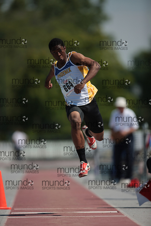 London, Ontario ---14/06/09---  Arren Young of Phoenix Athletics Ass. of Ont. competes in the  2009 AO Ontario Junior Championships at TD Waterhouse stadium in London, Ontario, June 13, 2009..GEOFF ROBINS Mundo Sport Images