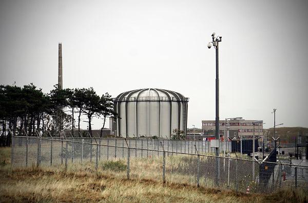 Nederland, Petten, 29-8-2018ECN Petten Energieonderzoek Centrum Nederland, is het belangrijkste Nederlandse onderzoeksinstituut op het gebied van energie. Met en voor de markt ontwikkelt ECN kennis en technologie die gericht is op een transitie naar een duurzame energiehuishouding.In Petten staan twee onderzoeksreactoren: de hogefluxreactor en de lagefluxreactor. De hogefluxreactor is eigendom van de Europese Commissie. De lagefluxreactor is eigendom van NRG, een dochteronderneming van ECN. De reactor in Petten produceert een derde van de medische isotopen ter wereld. Radio-isotopen voor medisch gebruik, voor de bestrijding van kanker.