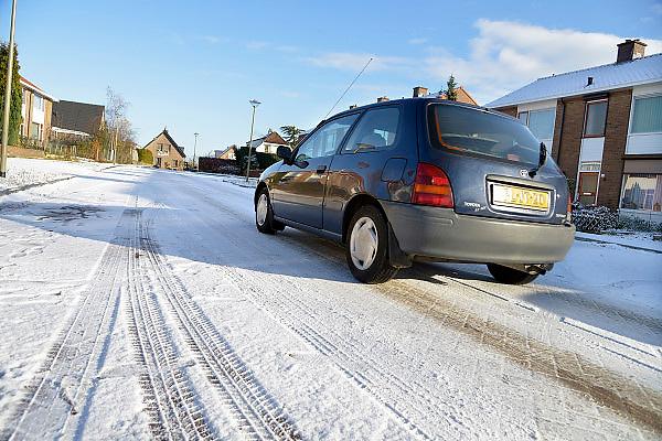 Nederland, Groesbeek, 6-12-2012In Groesbeek zijn veel straten die hoogteverschil hebben en daardoor in de winter extra moeilijk te berijden zijn. Winterbanden zijn hier een voordeel.Foto: Flip Franssen/Hollandse Hoogte
