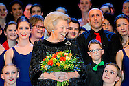 THE HAGUE - Prinses Beatrix tussen leerlingen van het Koninklijk Conservatorium op het podium. Zij kreeg van het conservatorium een voorstelling aangeboden als dank voor haar inzet op het gebied van de kunst, en in het bijzonder voor de muziek en dans, tijdens haar koningschap.  Princess Beatrix of The Netherlands attends the performance 'Royal Talent for Princess Beatrix' offered by The Royal Conservatory (Koninklijk Conservatorium) in The Hague, The Netherlands, 14 March 2014. The conservatory offers the Princess this performance because of her special interest for art, music and dance during her reign as Queen. Photo: ROBIN UTRECHT