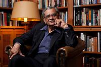 31 MAY 2010, BERLIN/GERMANY:<br /> Jagdish Natwarlal Bhagwati, indischer Oekonom und Professor fuer Politik und Wirtschaft an der Columbia University, nach einem Interview, Bibiothek der American Academy<br /> IMAGE: 20100531-02-128<br /> KEYWORDS: Jagdish Bhagwati, Ökonom