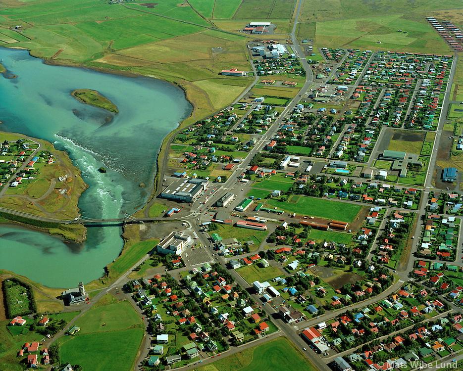 Selfoss miðbær og Ölfusá séð til norðausturs / Selfoss centre and river Ölfusa viewing northeast..Árborg frá 1998 / Arborg since 1998.