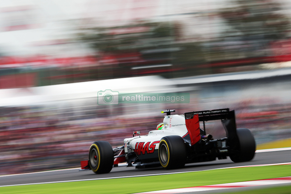 Esteban Gutierrez (MEX) Haas F1 Team VF-16.<br /> 08.10.2016. Formula 1 World Championship, Rd 17, Japanese Grand Prix, Suzuka, Japan, Qualifying Day.<br /> Copyright: Moy / XPB Images / action press