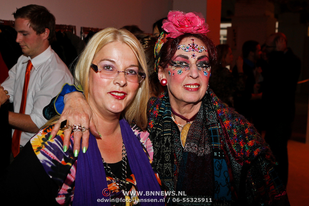 NLD/Amsterdam/20101014 -Opening tentoonstelling Piet Paris en presentatie postzegel in Amsterdam, Petra Heijboer met vriendin