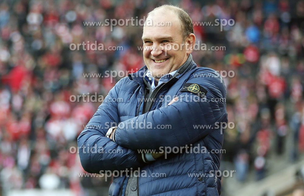 18.10.2015, Rhein Energie Stadion, Koeln, GER, 1. FBL, 1. FC Koeln vs Hannover 96, 9. Runde, im Bild Sportlicher Leiter, Manager Joerg Schmadtke (1. FC Koeln) // during the German Bundesliga 9th round match between 1. FC Cologne and Hannover 96 at the Rhein Energie Stadion in Koeln, Germany on 2015/10/18. EXPA Pictures &copy; 2015, PhotoCredit: EXPA/ Eibner-Pressefoto/ Schueler<br /> <br /> *****ATTENTION - OUT of GER*****