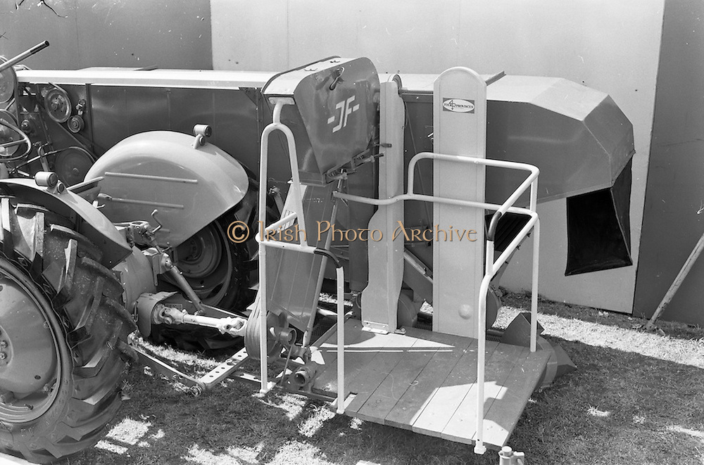 29/04/1962<br /> 04/29/1962<br /> 29 April 1962<br /> Farm machinery at the R.D.S. Spring Show, Ballsbridge Dublin, feature with Julian Bayley for Farming Express. Image shows a J.F. combine harvester.