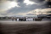 CIAMPINO. RAPPRESENTANZE DELLE FORZE ARMATE RAGGIUNGONO IN MARCIA IL PIAZZALE DOVE ACCOGLIERANNO LE SALME DEI MILITARI CADUTI IN AFGHANISTAN
