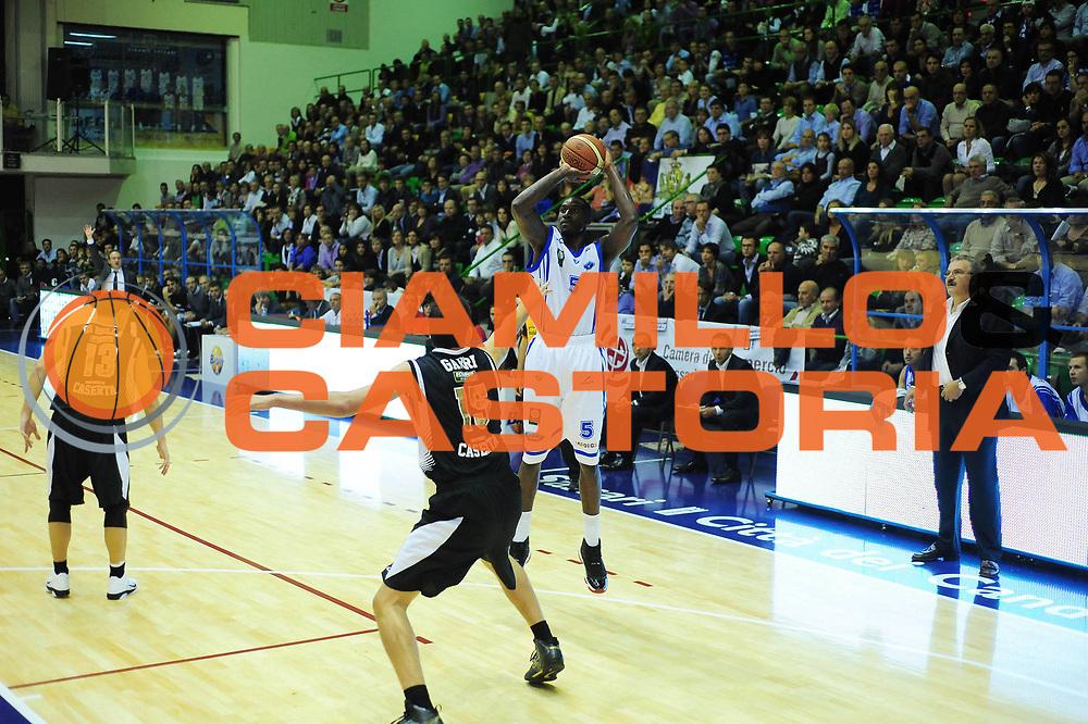 DESCRIZIONE : Sassari Lega A 2010-11 Dinamo Sassari Pepsi Caserta<br /> GIOCATORE : HOTELLO HUNTER<br /> SQUADRA : Dinamo Sassari <br /> EVENTO : Campionato Lega A 2010-2011 <br /> GARA : Dinamo Sassari Pepsi Caserta<br /> DATA : 23/10/2010<br /> CATEGORIA : tiro in sospensione<br /> SPORT : Pallacanestro <br /> AUTORE : Agenzia Ciamillo-Castoria/M.Turrini<br /> Galleria : Lega Basket A 2010-2011  <br /> Fotonotizia : Sassari Lega A 2010-11 Dinamo Sassari Pepsi Caserta<br /> Predefinita :