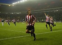 Photo: Andrew Unwin.<br /> Sunderland v Fulham. The Barclays Premiership. 04/05/2006.<br /> Sunderland's Chris Brown (C) celebrates scoring his team's second goal.