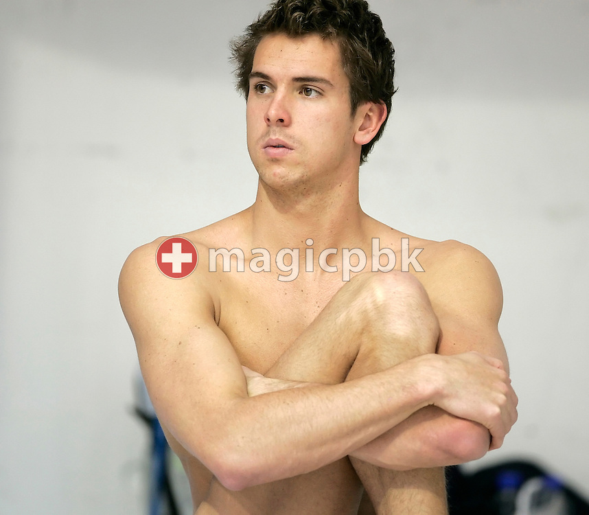 Eamon SULLIVAN of Australia does some warm-up exercises before the final sessions in the Schwimm- und Sprunghalle Europa Sportpark at the Fina Swimming World Cup in Berlin, Germany, Sunday 18 November 2007. (Photo by Patrick B. Kraemer / MAGICPBK)