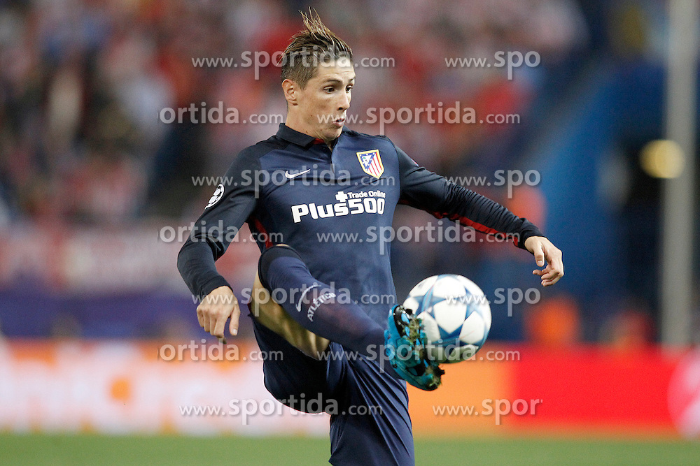 30.09.2015, Estadio Vicente Calderon, Madrid, ESP, UEFA CL, Atletico Madrid vs Benfica Lissabon, Gruppe C, im Bild Atletico de Madrid's Antoine Griezmann // during UEFA Champions League group C match between Borussia Moenchengladbach and Manchester City at the Estadio Vicente Calderon in Madrid, Spain on 2015/09/30. EXPA Pictures &copy; 2015, PhotoCredit: EXPA/ Alterphotos/ Acero<br /> <br /> *****ATTENTION - OUT of ESP, SUI*****