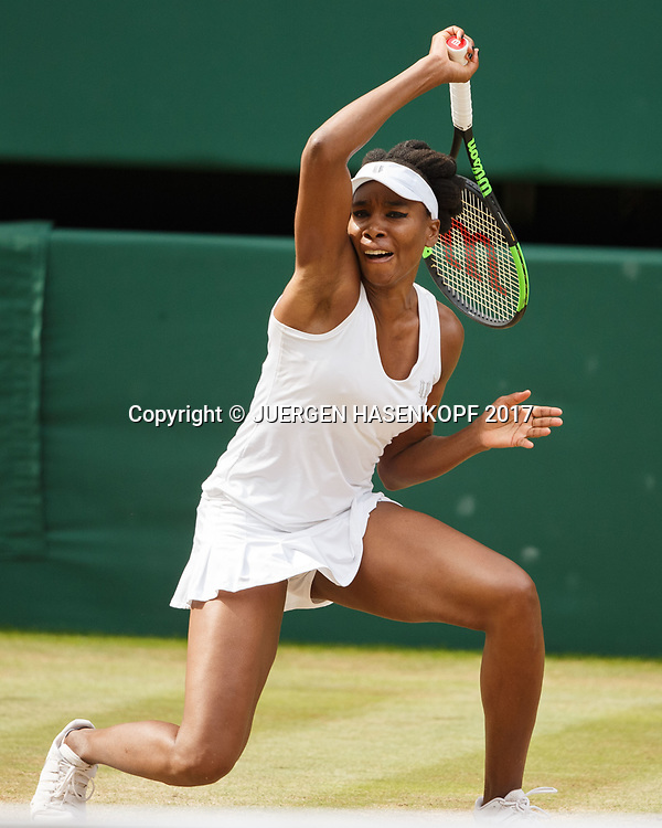 VENUS WILLIAMS (USA) spielt unorthodox,kurios,<br /> <br /> Tennis - Wimbledon 2017 - Grand Slam ITF / ATP / WTA -  AELTC - London -  - Great Britain  - 13 July 2017.