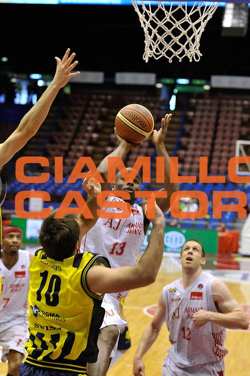 DESCRIZIONE : Milano Lega A 2009-10 Playoff Quarti di Finale Gara 2 AJ Milano Sigma Coatings Montegranaro<br /> GIOCATORE : Chris Monroe<br /> SQUADRA : AJ Milano<br /> EVENTO : Campionato Lega A 2009-2010 <br /> GARA : AJ Milano Sigma Coatings Montegranaro<br /> DATA : 22/05/2010<br /> CATEGORIA : Tiro<br /> SPORT : Pallacanestro <br /> AUTORE : Agenzia Ciamillo-Castoria/DomenicoPescosolido<br /> Galleria : Lega Basket A 2009-2010 <br /> Fotonotizia : Siena Lega A 2009-10 Playoff Quarti di Finale Gara 2 AJ Milano Sigma Coatings Montegranaro<br /> Predefinita :