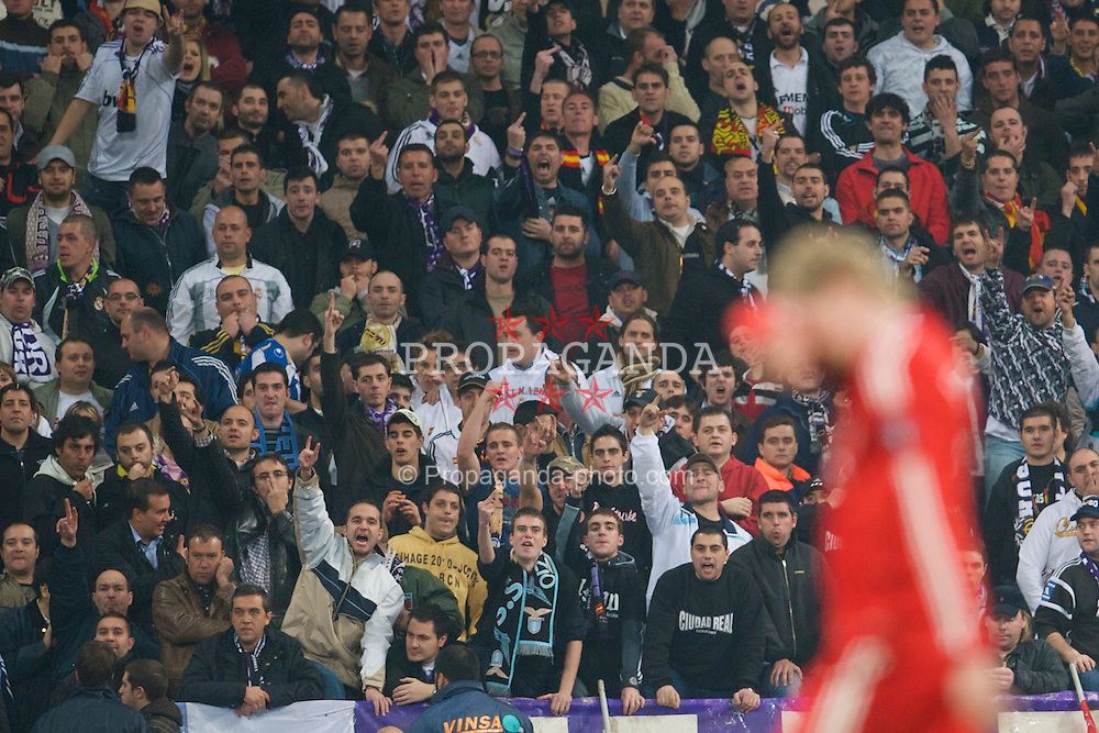 MADRID, SPAIN - Wednesday, February 25, 2009: Real Madrid supporters jeer as Liverpool's Fernando Torres is substituted during the UEFA Champions League First Knock-Out Round at the Santiago Bernabeu. (Photo by David Rawcliffe/Propaganda)