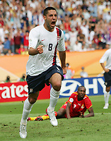 1:1 Jubel  Clint Dempsey USA<br />
