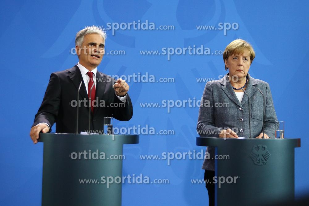 15.09.2015, Bundeskanzleramt, Berlin, GER, Flüchtlingskrise in der EU, Gipfeltreffen Deutschland und Oesterreich, im Bild // attend a joint press conference following talks about the refugee crisis at the Bundeskanzleramt in Berlin, Germany on 2015/09/15. EXPA Pictures © 2015, PhotoCredit: EXPA/ Eibner-Pressefoto/ Hundt<br /> <br /> *****ATTENTION - OUT of GER*****