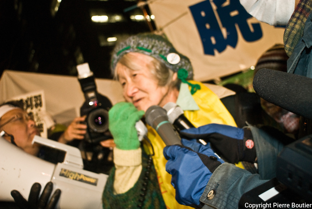 Farmer and mothers from Fukushima who occupy ministry of trade and industry of japan, resist to order of minister Edano to evacuate the camp the 27 january 2012 untile five o clock. women and farmer and activist stay in acamp since september eleven front of METI