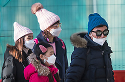 © Licensed to London News Pictures. 29/01/2020. London, UK. A family are seen wearing protective face masks as they walk near Buckingham Palace in central London. UK citizens are due to be evacuated form China and quarantined while Chinese authorities attempt to contain the spread of the virus which had killed dozens of people in China. Photo credit: Ben Cawthra/LNP