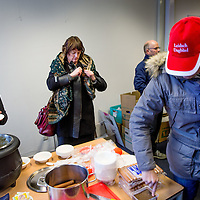 Nederland, Alkmaar, 23 januari 2017.<br />NVJ in actie voor regionale kranten.<br />De Nederlandse Vereniging van Journalisten (VNJ) is maandag in actie gekomen tegen de bezuinigingsplannen bij de regionale kranten van de Holland Media Combinatie.<br />&bdquo;Wat zijn jullie ontzettend belangrijk voor onze inwoners&rdquo;, vulde Marjan van Kampen-Houwen (foto), burgemeester van Schagen, aan.<br />Na afloop was er snert met worst en roggebrood voor de protesterenden.<br /><br /><br />Foto: Jean-Pierre Jans