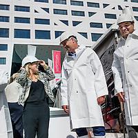 Nederland, Utrecht, 29 jui 2016.<br /> Wethouder Victor Everhardt van gemeente Utrecht en Frédérique Weber, Fund Manager CBRE Dutch Office Fund verrichten de starthandeling voor het boren van de eerste paal WTC Utrecht.<br /> <br /> Foto: Jean-Pierre Jans