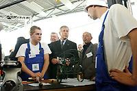 """15 AUG 2003, EISENHUETTENSTADT/GERMANY:<br /> Wolfgang Clement, SPD, Bundeswirtschaftsminister, im Gespraech mit Auszubildenden des Qualifizierungscentrums der Wirtschaft, auf dem """"Markt der guten Beitraege"""", im Rahmen der Aktion Team Arbeit fuer Deutschland - gemeinsam gegen Arbeitslosigkeit""""<br /> IMAGE: 20030815-01-036<br /> KEYWORDS: Ausbildungsplaetze, Arbeit, Gespräch, Azubi, Auszubildende"""