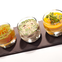 Chef Karol Okrasa - Platter Restaurant - ul. Emilii Plater 49, Warszawa.Tris di zuppe: .- Zuppa di zucca con mela.- zuppa di funghi con formaggio di capra.- Consommè di pesce con coriandolo e pomodori secchi