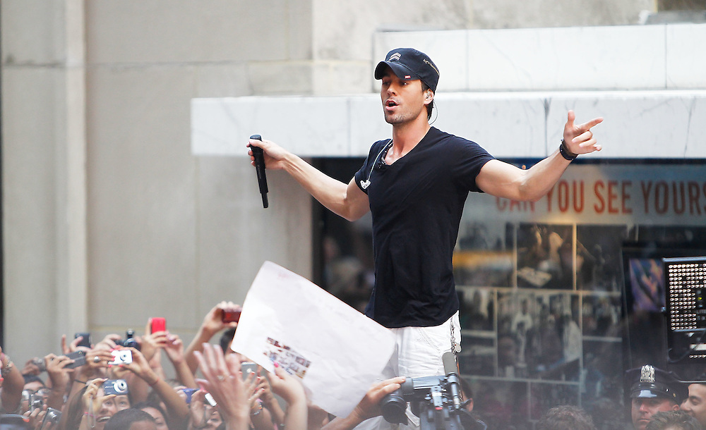 "NEW YORK - JULY 16:  Singer Enrique Iglesias performs on NBC's ""Today"" at Rockefeller Center on July 16, 2010 in New York City.  (Photo by Joe Kohen/WireImage)"