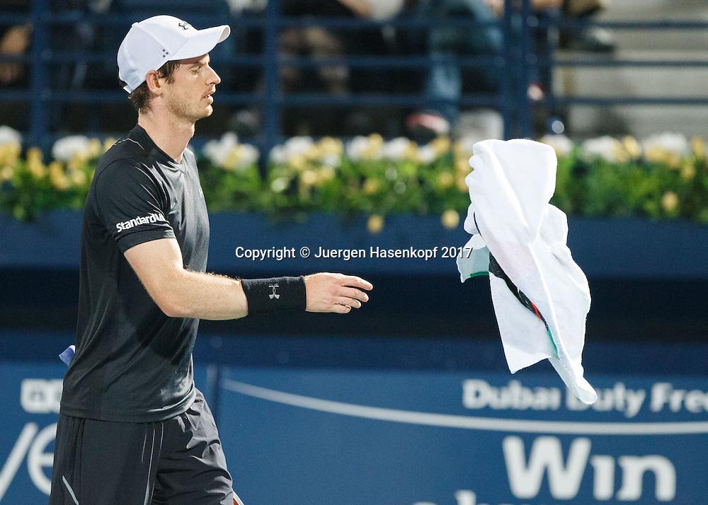 ANDY MURRAY (GBR) wirft das Handtuch,<br /> <br /> Tennis - Dubai Duty Free Tennis Championships - ATP -  Dubai Duty Free Tennis Stadium - Dubai -  - United Arab Emirates  - 3 March 2017. <br /> &copy; Juergen Hasenkopf