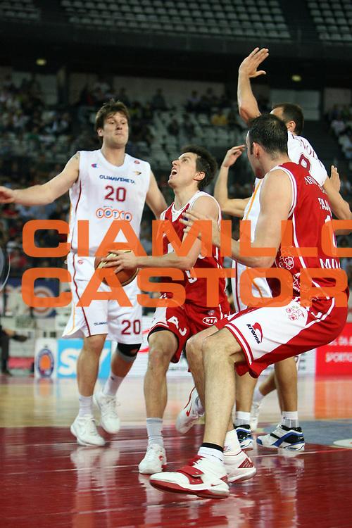 DESCRIZIONE : Roma Lega A1 2005-06 Lottomatica Roma Armani Jeans Milano<br /> GIOCATORE : Bulleri<br /> SQUADRA : Armani Jeans Olimpia Milano<br /> EVENTO : Campionato Lega A1 2005-2006 <br /> GARA : Lottomatica Virtus Roma Armani Jeans Olimpia Milano<br /> DATA : 14/05/2006 <br /> CATEGORIA : Entrata<br /> SPORT : Pallacanestro <br /> AUTORE : Agenzia Ciamillo-Castoria/E.Castoria