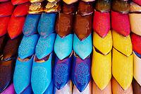Maroc, Casablanca, ancienne Medina, boutique de babouche // Morocco, Casablanca, old medina, babouche shop