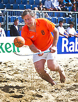 SCHEVENINGEN - Organisator en oud-nternational, FLORIS JAN BOVELANDER. Beachhockey in The Hague Beach Stadion. Foto Koen Suyk