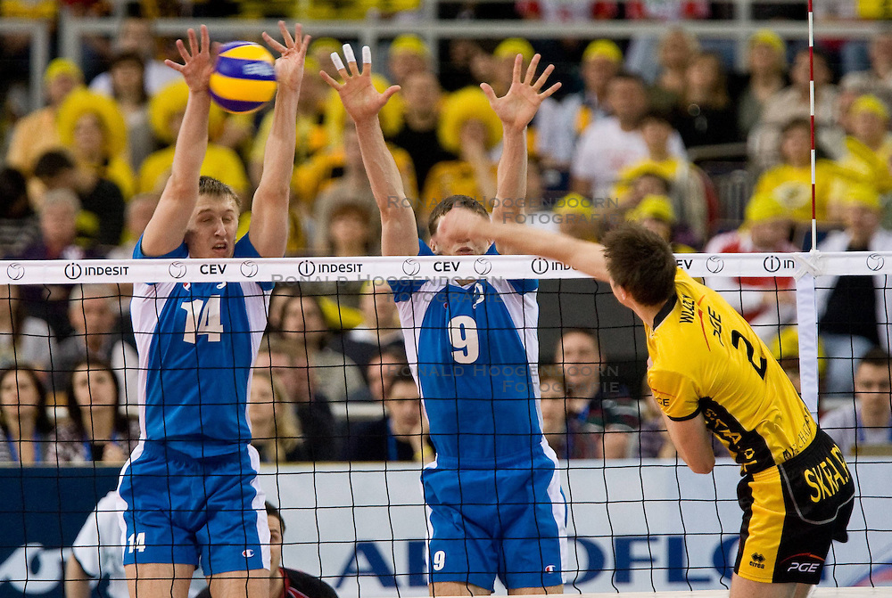 01-05-2010 VOLLEYBAL: FINAL 4 CHAMPIONS LEAGUE: LODZ<br /> PGE Skra Belchatow vs Dinamo Moscow -  Dmitry Shcherbinin and Yury Berezhko of Dinamo vs Mariusz Wlazly of Belchatow<br /> ©2010- FRH nph / Vid Ponikvar