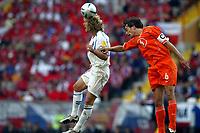 Fotball<br /> Euro 2004<br /> Portugal<br /> 19. juni 2004<br /> Foto: Dppii/Digitalsport<br /> NORWAY ONLY<br /> Nederland v Tsjekkia 2-3<br /> PAVEL NEDVED (CZE) / PHILLIP COCU (NET)